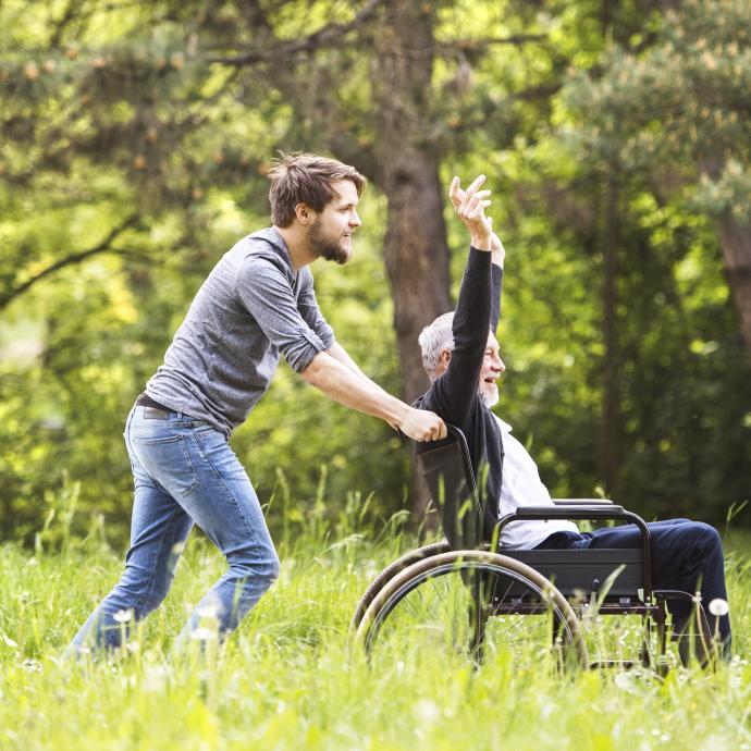 Begjestert borger i kørestol